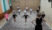 Занятие по хореографии для средней группы «Волшебные ленточки»